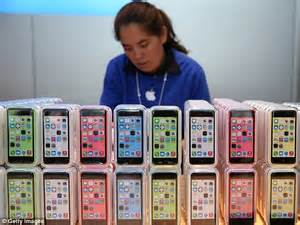 who made the iphone apple has disappointing third quarter despite selling 33