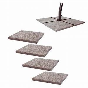 Giardini di casa Mettere in opera mattonelle per vialino o aiuole: come fare