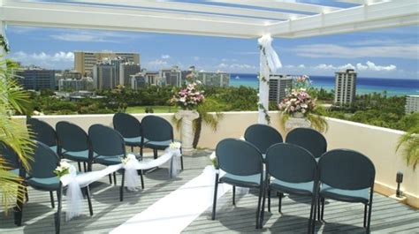 Doubletree in Honolulu HI :: Small Weddings