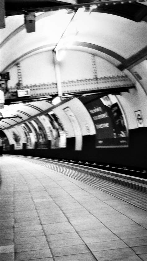 London Underground Iphone 5 Wallpaper Hd Free Download