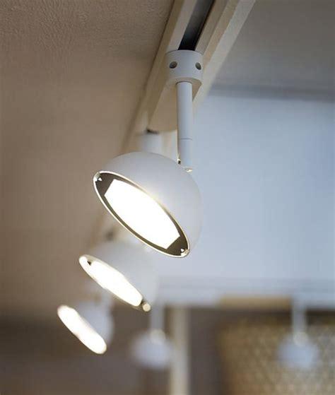 Роспотребнадзор разрешил освещать школьные классы светодиодными светильниками .