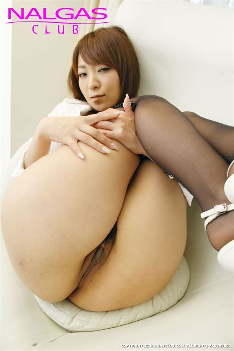 Cute Japanese Girl Exposes Ass In Her Pantyhose
