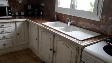 entretien marbre cuisine rafraîchir une cuisine patine blanche et murex 39 marbré 39 décorateur peintre patine sur meuble
