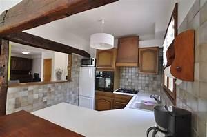 Cuisine Tout équipée : cuisine am ricaine tout quip e dans la maison en location ~ Edinachiropracticcenter.com Idées de Décoration