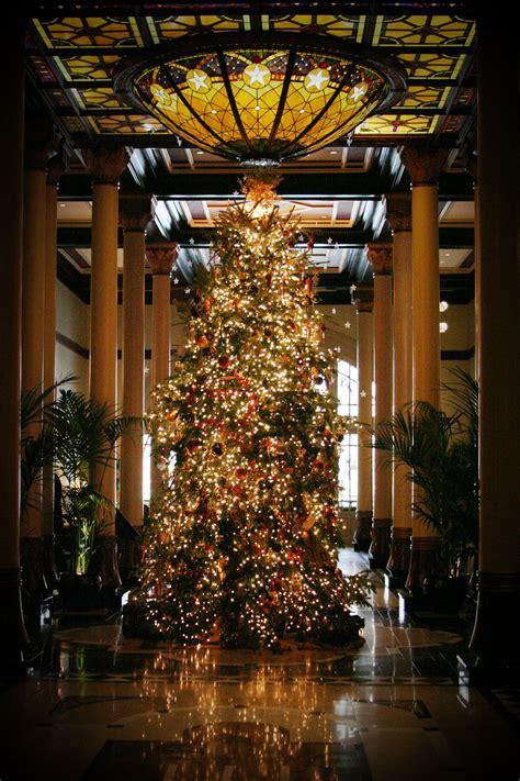 masculine christmas tree home decoration