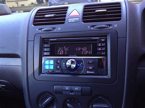 alpine cde w235bt din dvd player installed in vw golf mkv installation well done