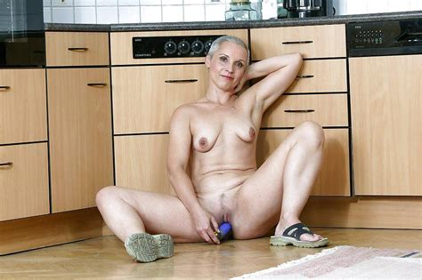 Short Haired Milf With Dildo 15 Pics
