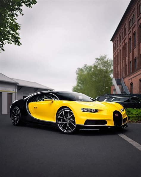 With this latest model, bugatti revives its coachbuilding tradition. Bugatti Divo Yellow - Supercars Gallery