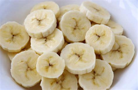 do bananas seeds how do they reproduce