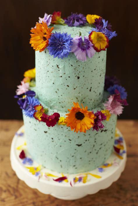 Using Fresh Flowers On Wedding Cakes The Guide Fresh