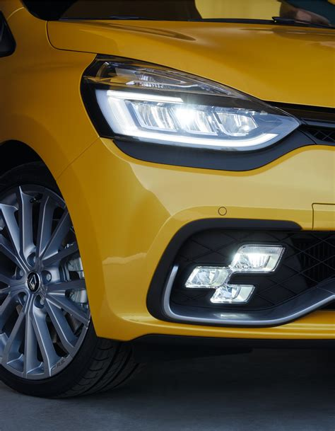 siege clio rs renault reveals clio rs facelift three variants on offer