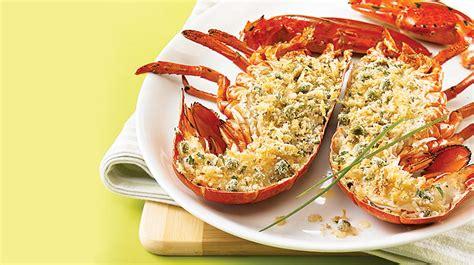 cuisiner le homard vivant homard grillé et chapelure au citron et à la ciboulette