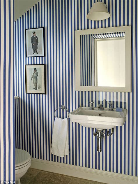wild wallpapers toilets    thrones