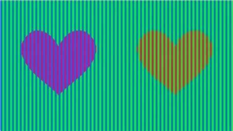 ilusion optica de  color son estos corazones