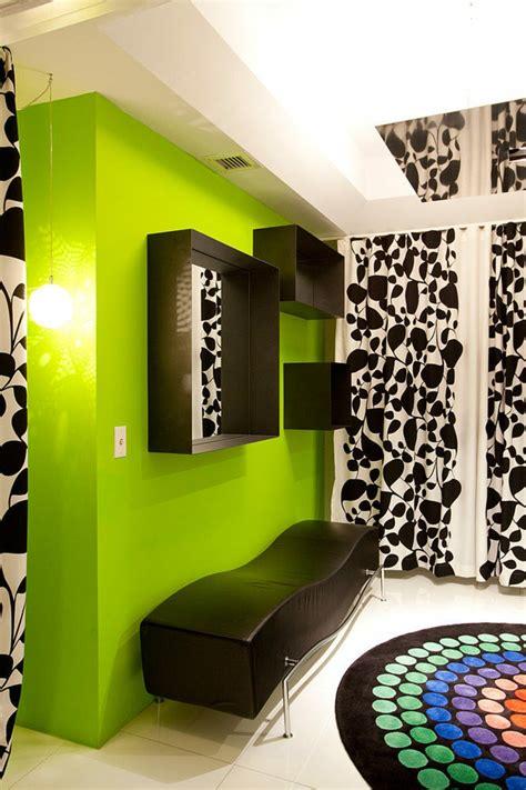 chambre gris et vert appartement de ville à williams island en floride vivons
