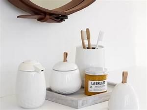 Deco Salle De Bain Accessoires : accessoires salle de bain blanc ~ Teatrodelosmanantiales.com Idées de Décoration
