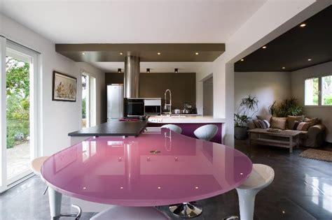 chambre avec salle de bain ouverte et dressing skconcept cuisine avec îlot corian granit et verre