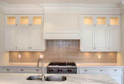 kitchen cabinet crown molding to kitchen cabinet crown molding to ceiling kitchen cabinet