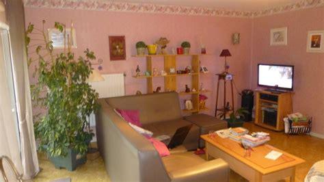 quel couleur pour une chambre quel couleur pour une chambre adulte avec mur penche avec