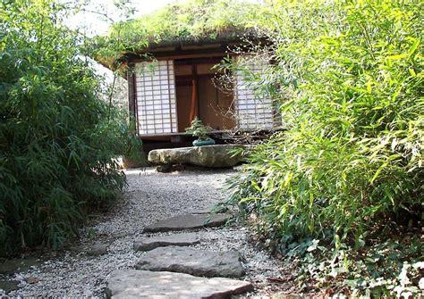 Kleines Japanisches Gärtchen Mit Teehaus