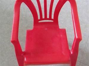 Petite Chaise En Plastique : petite chaise en plastique ~ Teatrodelosmanantiales.com Idées de Décoration