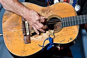 Willie Nelson Talks about his guitar | www ...