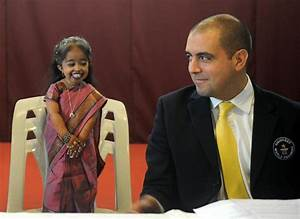 "The New World's Shortest Woman Is Only 24"" Tall - Geekologie"