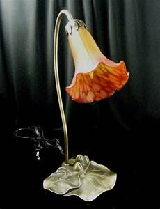 Lily pad shaped electric table lamp orange flower shade ebay for O shaped table lamp