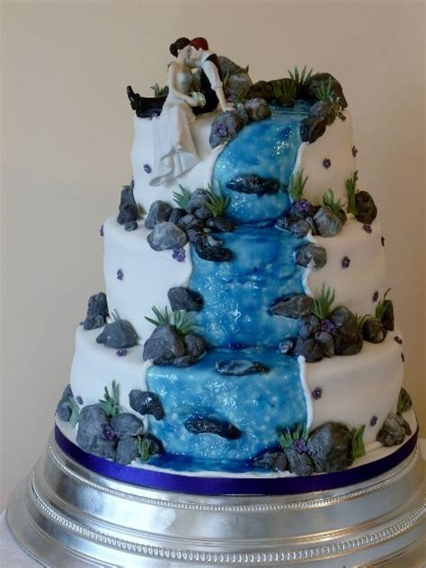 beautiful wedding cakes  waterfall hover  image