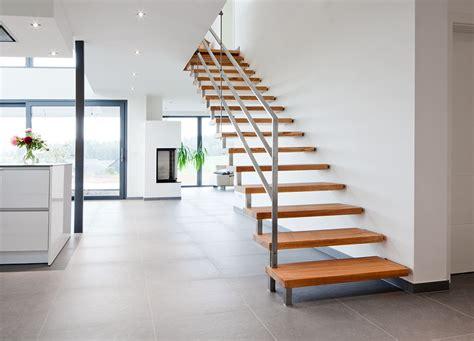 treppe weiß holz jenniches treppen der treppenbau profi f 252 r ihre neue holztreppe