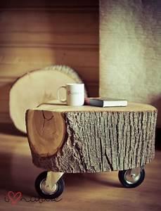 Un tabouret ou une table d'appoint avec un tronc d'arbre°° °°lejardindeclaire°°