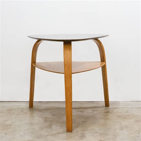 table basse triangulaire steiner