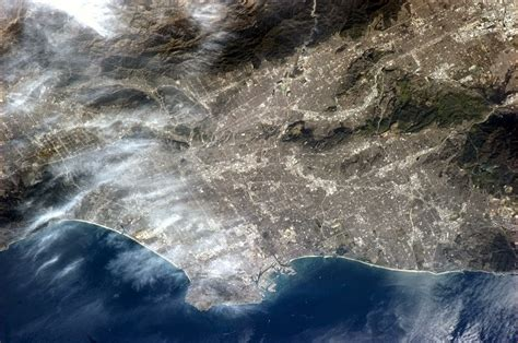 canadian astronaut tweets photo  los angeles