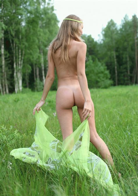 Naked Russian Teen Posing At Forest Russian Sexy Girls