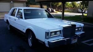 Sell Used 1988 Lincoln Town Car Signature Sedan 4