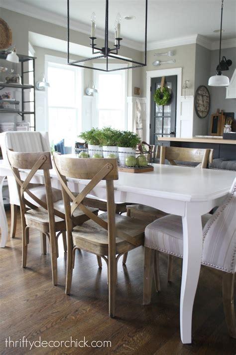 simple  pretty kitchen table centerpiece