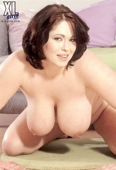 with brunette big tits short hair