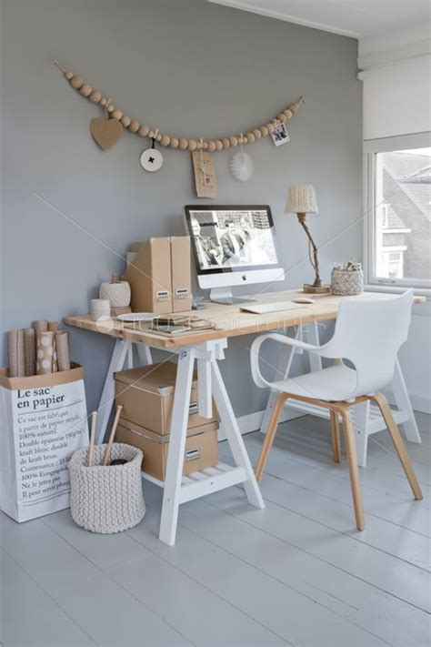 treteau bureau ikea bureau avec des tréteaux est 2 boites en bois ikea