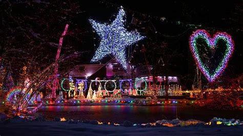 asi es la increible casa de las  luces de navidad