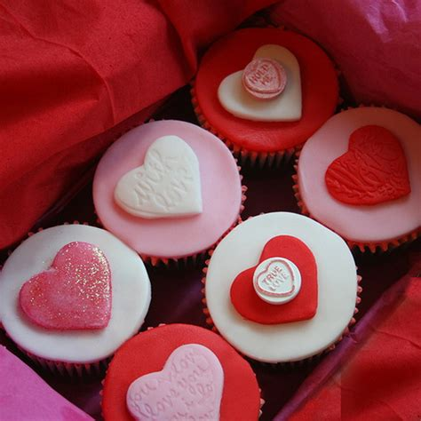valentines cupcake ideas valentines cupcake decorating ideas family holiday net guide to family holidays on the internet