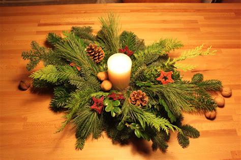 adventsgestecke selber machen anleitung diy adventsgesteck elbmadame