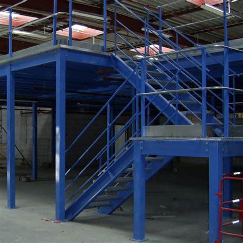 escalier avec retour pour plateforme de stockage rayonor