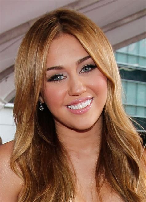 pictures  miley cyrus    american  awards