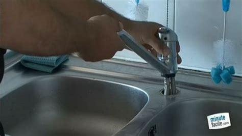 comment changer un robinet mitigeur de cuisine changer le robinet d 39 évier dans votre cuisine ou salle de