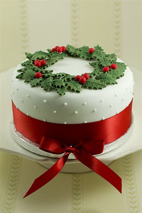 beautiful christmas cakes beautiful christmas wreath cake pictures photos and