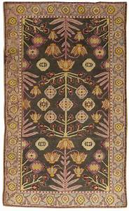 Arts and crafts rugs with exciting indian agra rug design for Indian carpet designs