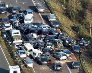 Le Parking Allemagne : enorme carambolage en allemagne 52 v hicules accident s ~ Medecine-chirurgie-esthetiques.com Avis de Voitures