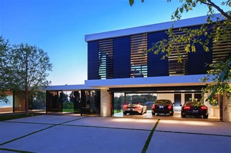lavish beverly hills residence brings home  holiday