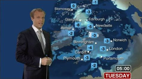 news snow and cause further problems around uk