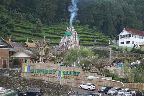kolam air hangat  ciwidey valley water hot spring  resort